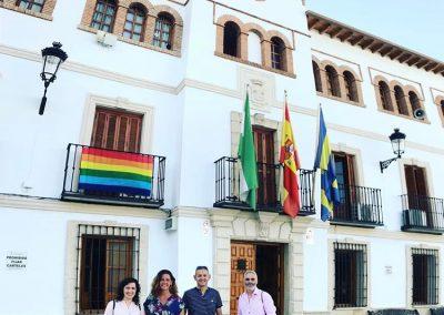 Foto con miembros colectivo LGTBI Jaén
